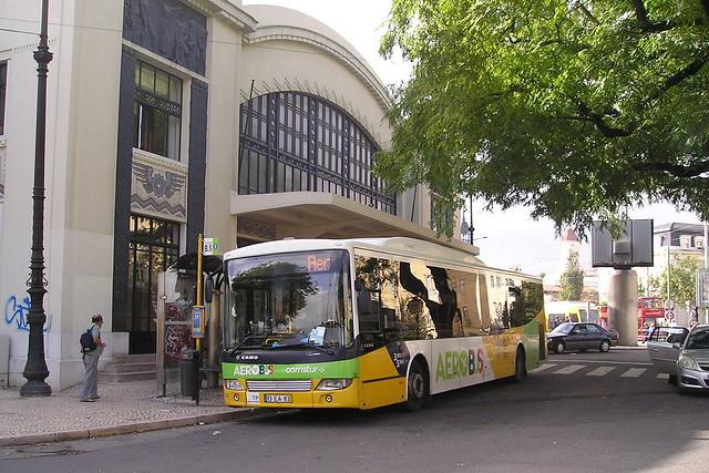 Aerobus parado na estação cais do Sodré em Lisboa